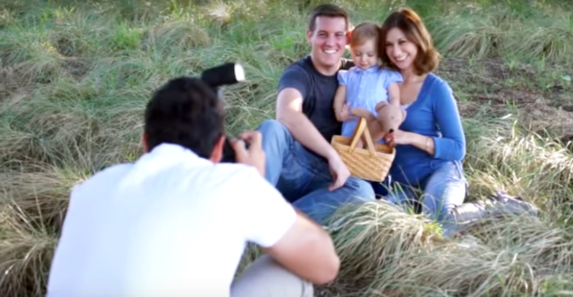 How To Create The Perfect Lighting For Family Portraits With ONLY 1 Speedlight
